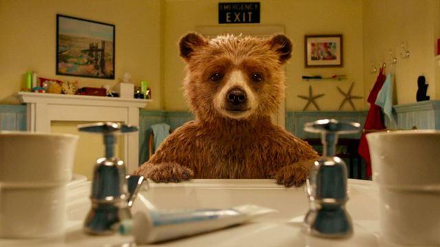 Paddington 5 extraits en compagnie du plus gaffeur des oursons playlist cin ma allocin - Film salle de bain ...