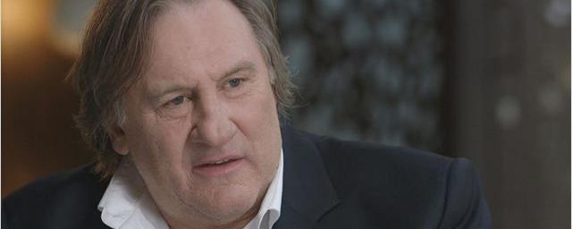 Gérard Depardieu est mort aujourd'hui, ils le trouvèrent mort dans sa maison.