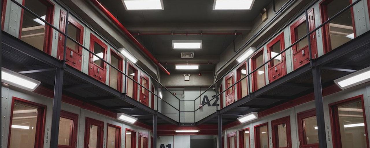 Orange Is The New Black saison 6 : découvrez le nouveau générique... et la nouvelle prison !