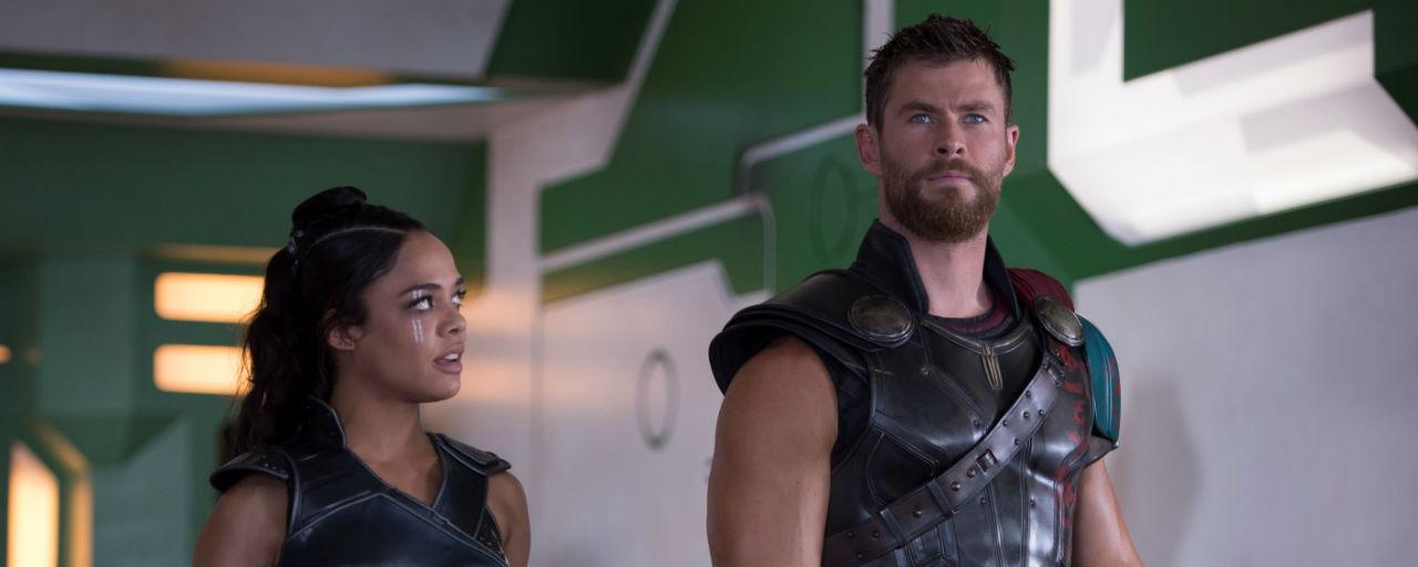 Men in Black : Chris Hemsworth et Tessa Thompson en costume sur une première photo de tournage