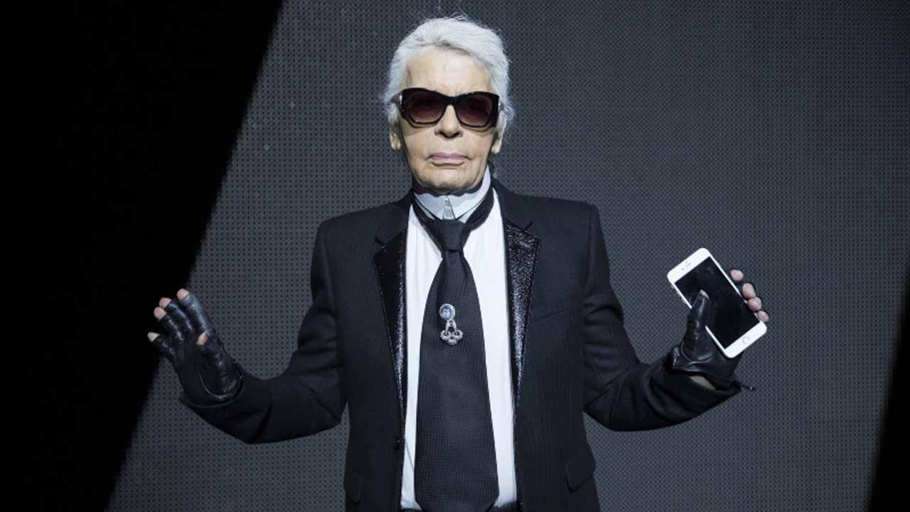 Mort de Karl Lagerfeld, roi de la haute couture parisienne