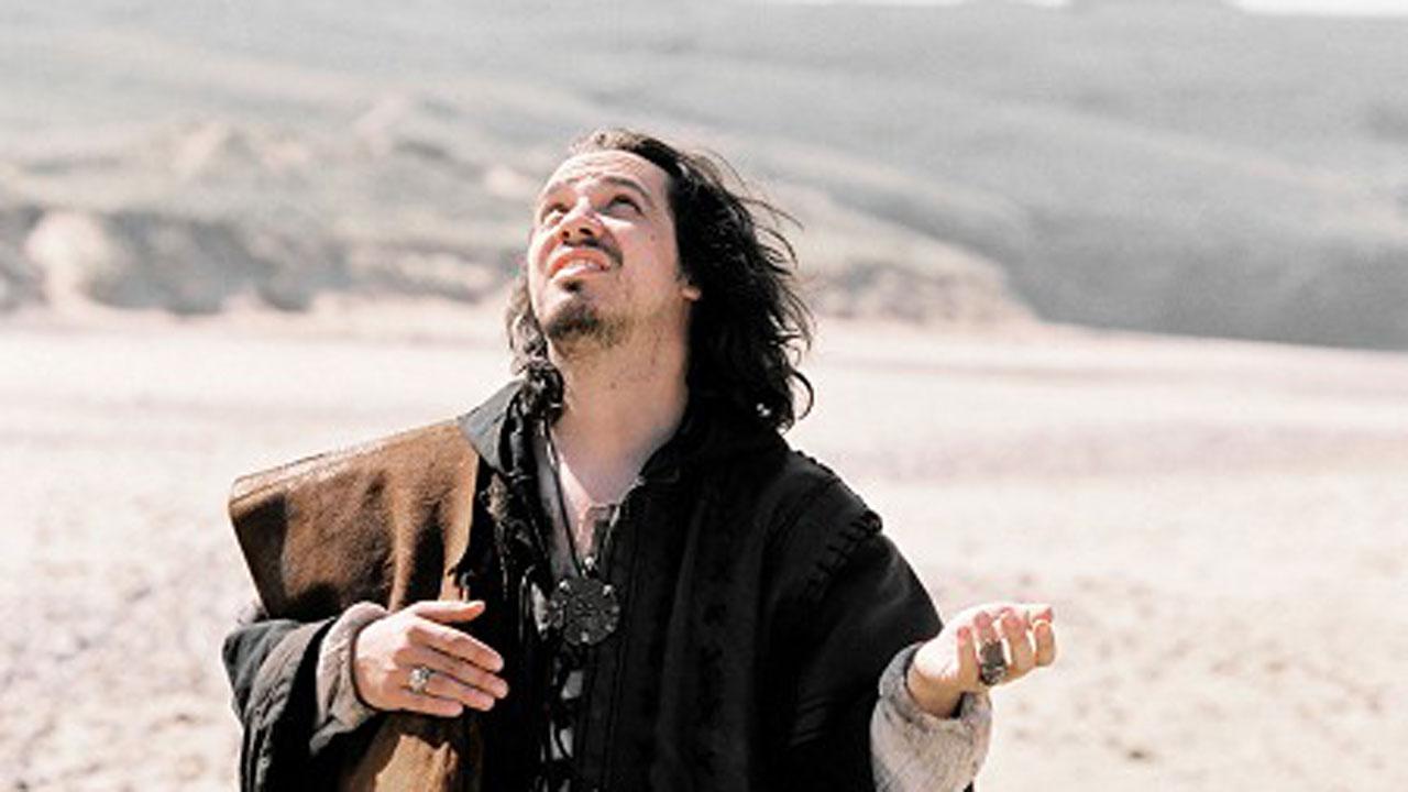 Kaamelott : Savez-vous à quel grand acteur est dédiée la série ?