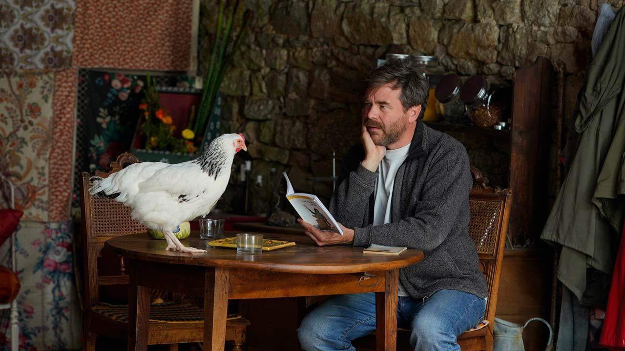 Roxane : Guillaume de Tonquédec et une poule au micro