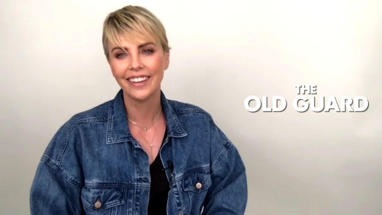 """The Old Guard (Netflix) : """"J'ai dû apprendre de vraies techniques de combat"""" explique Charlize Theron"""