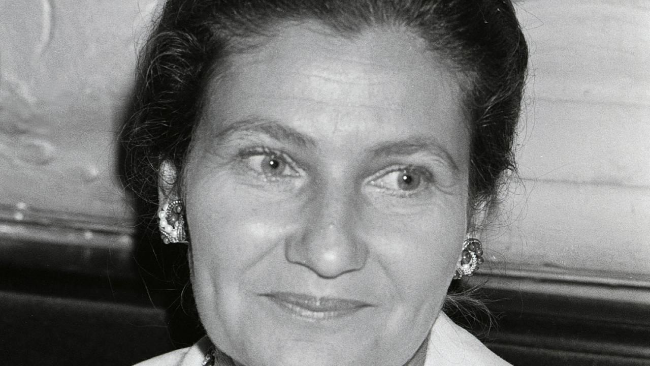 Simone Veil : une photo bluffante pour le biopic avec Elsa Zylberstein
