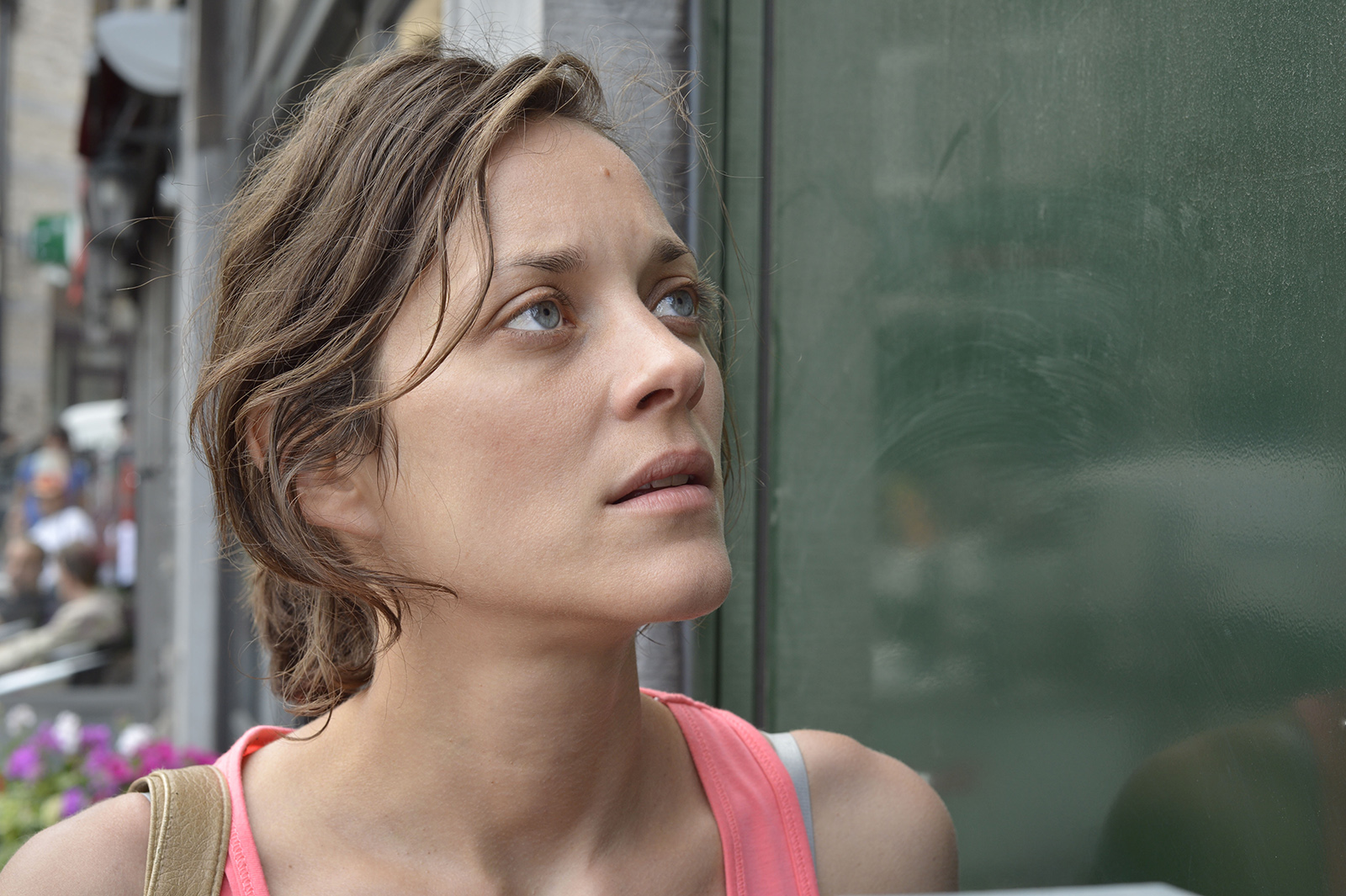 Cronica de film: Marion Cotillard joaca un rol coplesitor in filmul Deux jours, une nuit