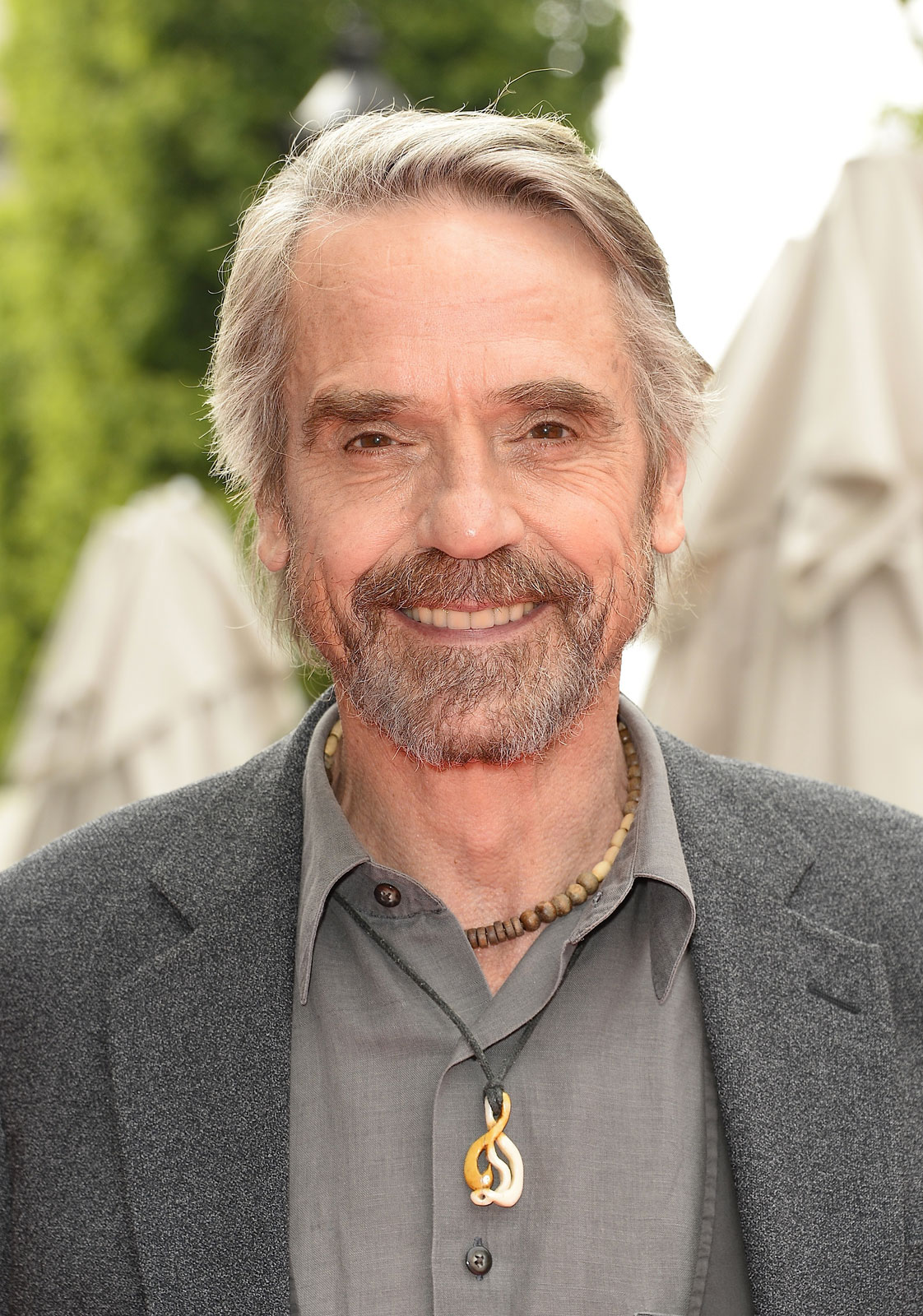 jeremy irons how tall