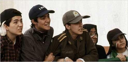 Photo de jafar panahi dans le film hors jeu photo 32 sur for Jafar panahi le miroir
