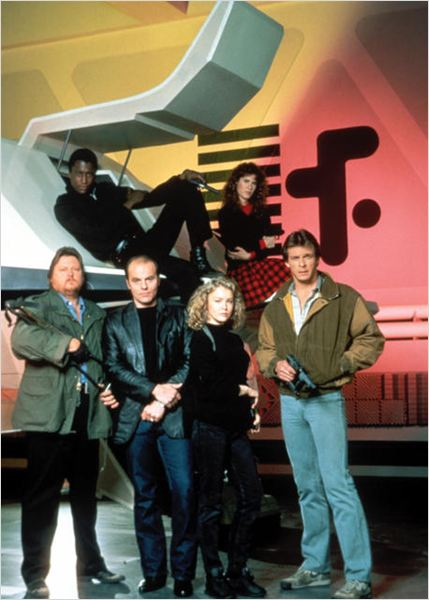 V : les visiteurs : photo Blair Tefkin, Faye Grant, Marc Singer, Michael Ironside, Michael Wright