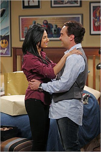 The Big Bang Theory : photo Aarti Mann, Johnny Galecki