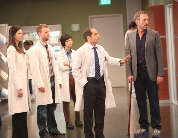 Dr House : photo Charlyne Yi, Hugh Laurie, Jesse Spencer, Odette Annable, Peter Jacobson