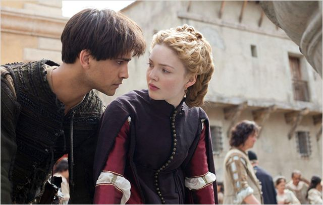 Photo Holliday Grainger, Luke Pasqualino
