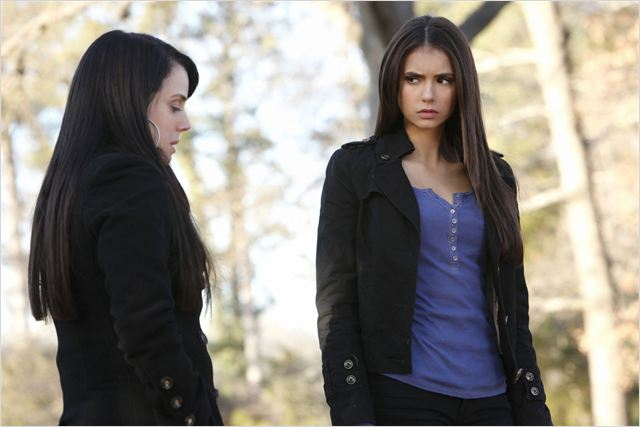 Vampire Diaries : photo Mia Kirshner, Nina Dobrev