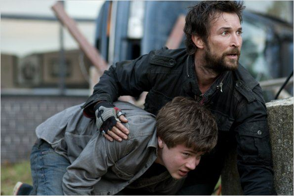 Falling Skies : photo Connor Jessup, Noah Wyle