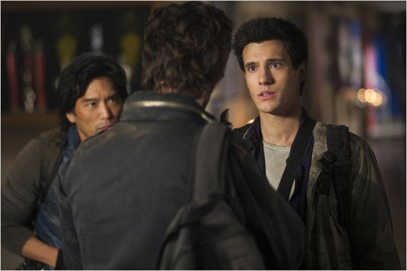 Falling Skies : photo Drew Roy, Peter Shinkoda