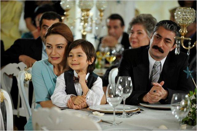 Öyle Bir Geçer Zaman ki : Photo Ayça Bingöl, Emir Berke Zincidi