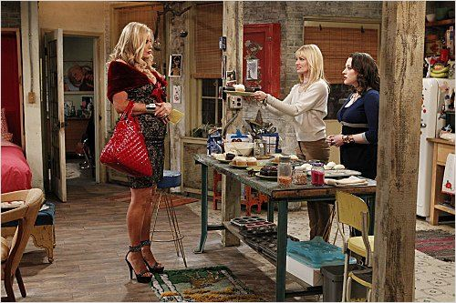 Photo Beth Behrs, Jennifer Coolidge, Kat Dennings