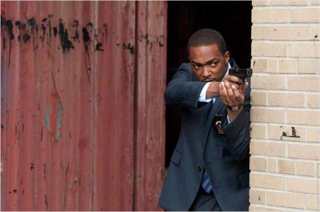 Dos au mur : Photo Anthony Mackie