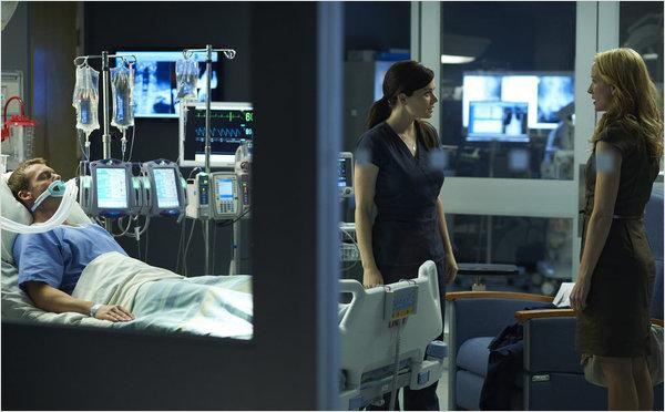 Saving Hope : photo Erica Durance, Michael Shanks, Michelle Nolden