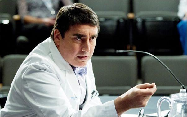 Monday Mornings : photo Alfred Molina