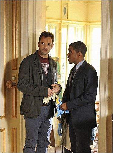 Elementary : photo John Michael Hill, Jonny Lee Miller