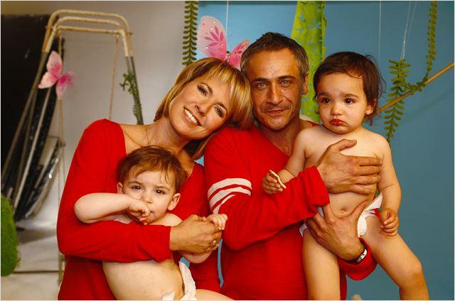 photo de jean michel tinivelli dans le film un b b pour mes 40 ans photo 3 sur 71 allocin. Black Bedroom Furniture Sets. Home Design Ideas