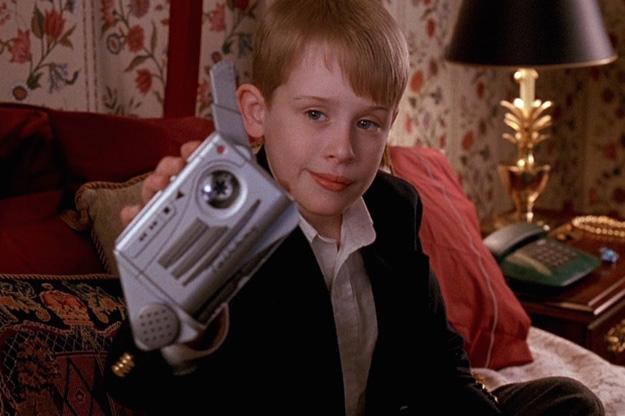 Un dictaphone de la taille d 39 une chaussure maman j 39 ai encore rat l - Hotel maman j ai rate l avion ...