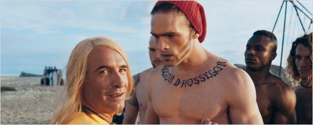 Jean Dujardin casse le surfeur Alban Lenoir dans le nouveau teaser de Brice 3 !
