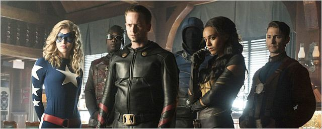 Legends of Tomorrow saison 2 : de nouvelles images dévoilent la Justice Society of America !