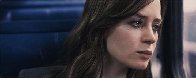 """Qu'a découvert Emily Blunt ? """"La fille du train"""" dévoile ses mystères en 8 vidéos"""