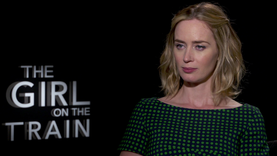 emily blunt interview pour le film la fille du train allocin. Black Bedroom Furniture Sets. Home Design Ideas