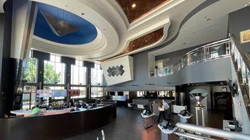 Downey, CA - LOOK Dine-in Cinema