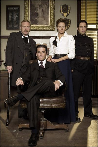 Les Enquêtes de Murdoch : photo Helene Joy, Jonny Harris, Thomas Craig, Yannick Bisson